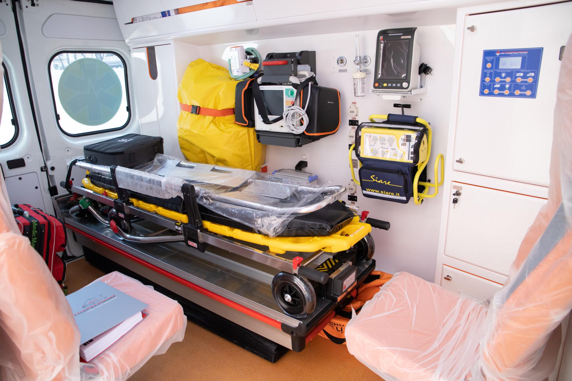 Медики столиці отримали від Віталія Кличка 39 нових «швидких» та 2 експрес-лабораторії для діагностування коронавірусу - коронавірус, Київ - imgbig 2 2 2000x1334