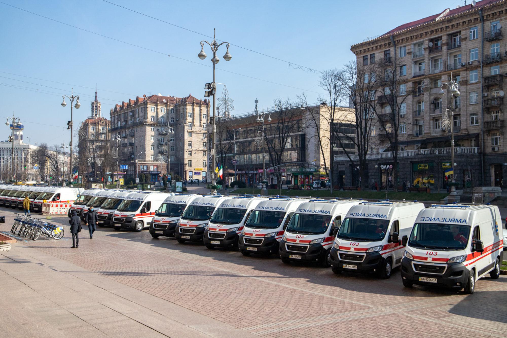 Медики столиці отримали від Віталія Кличка 39 нових «швидких» та 2 експрес-лабораторії для діагностування коронавірусу - коронавірус, Київ - imgbig 4 1 2000x1334