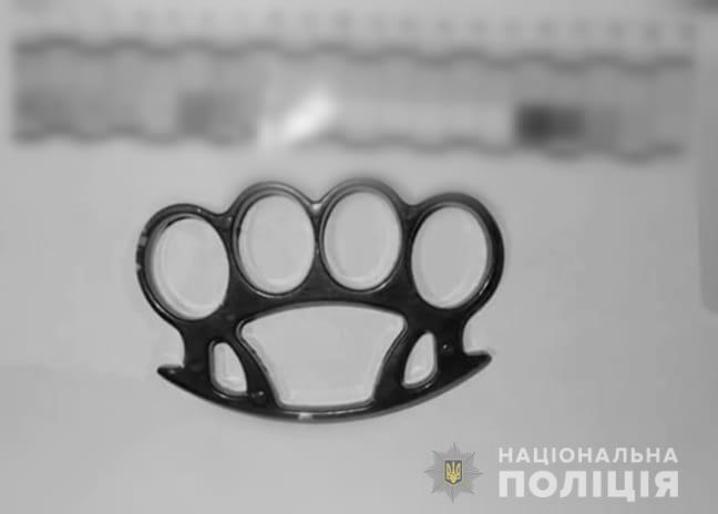 Білоцерківцю повідомили про підозру: у нього виявили кастет - поліція Білоцерківщини, Біла Церква - kastet