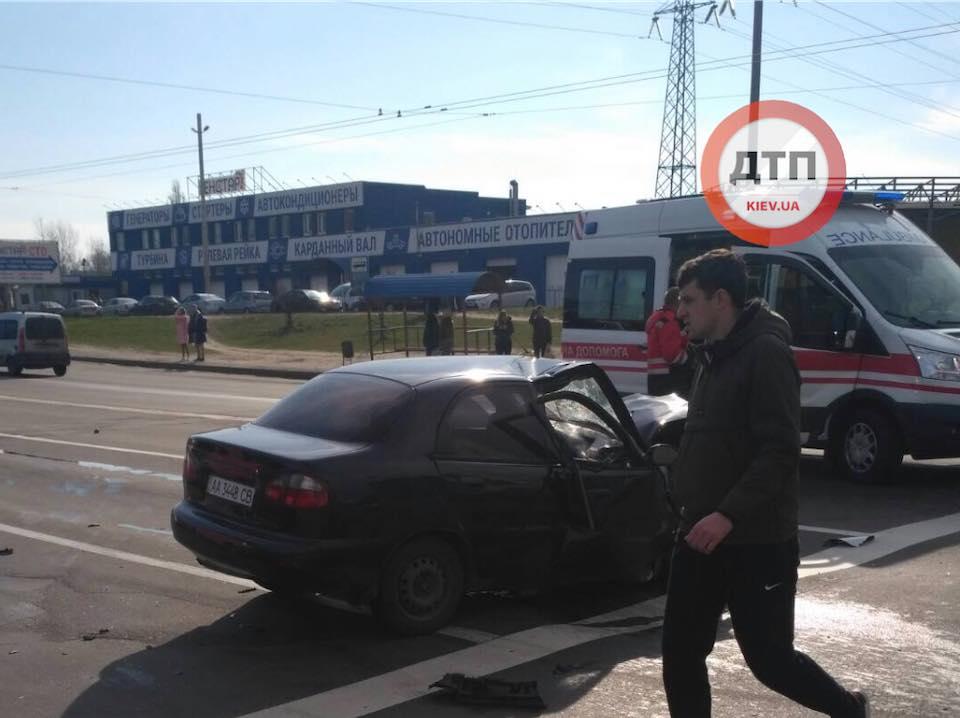 ДТП у Києві на Мінському масиві: постраждали автівки і люди -  - kul4