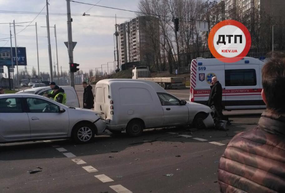 ДТП у Києві на Мінському масиві: постраждали автівки і люди -  - kul5