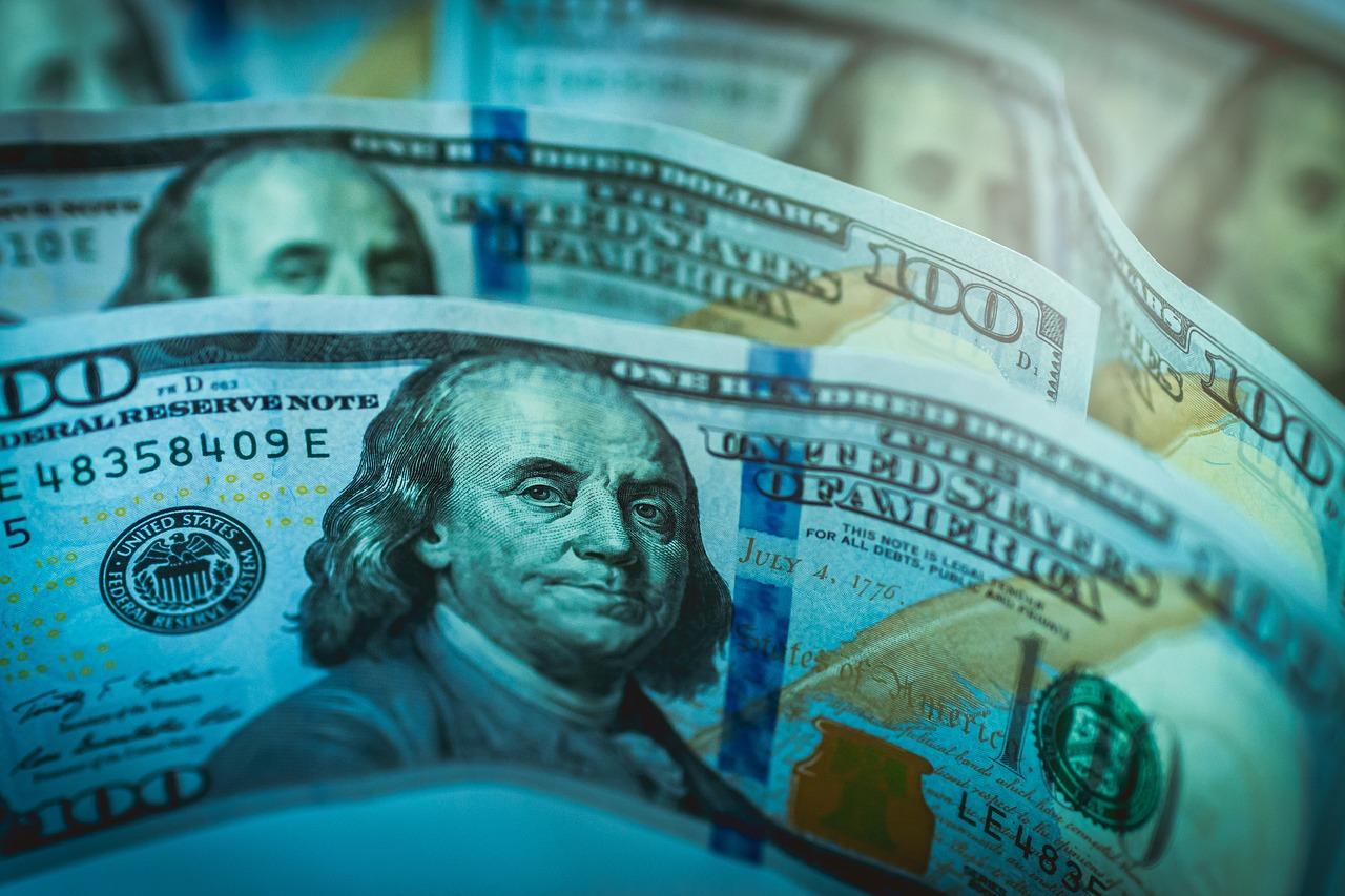 money-2173148_1280 11 тисяч доларів хабаря за привласнення квартири у Василькові