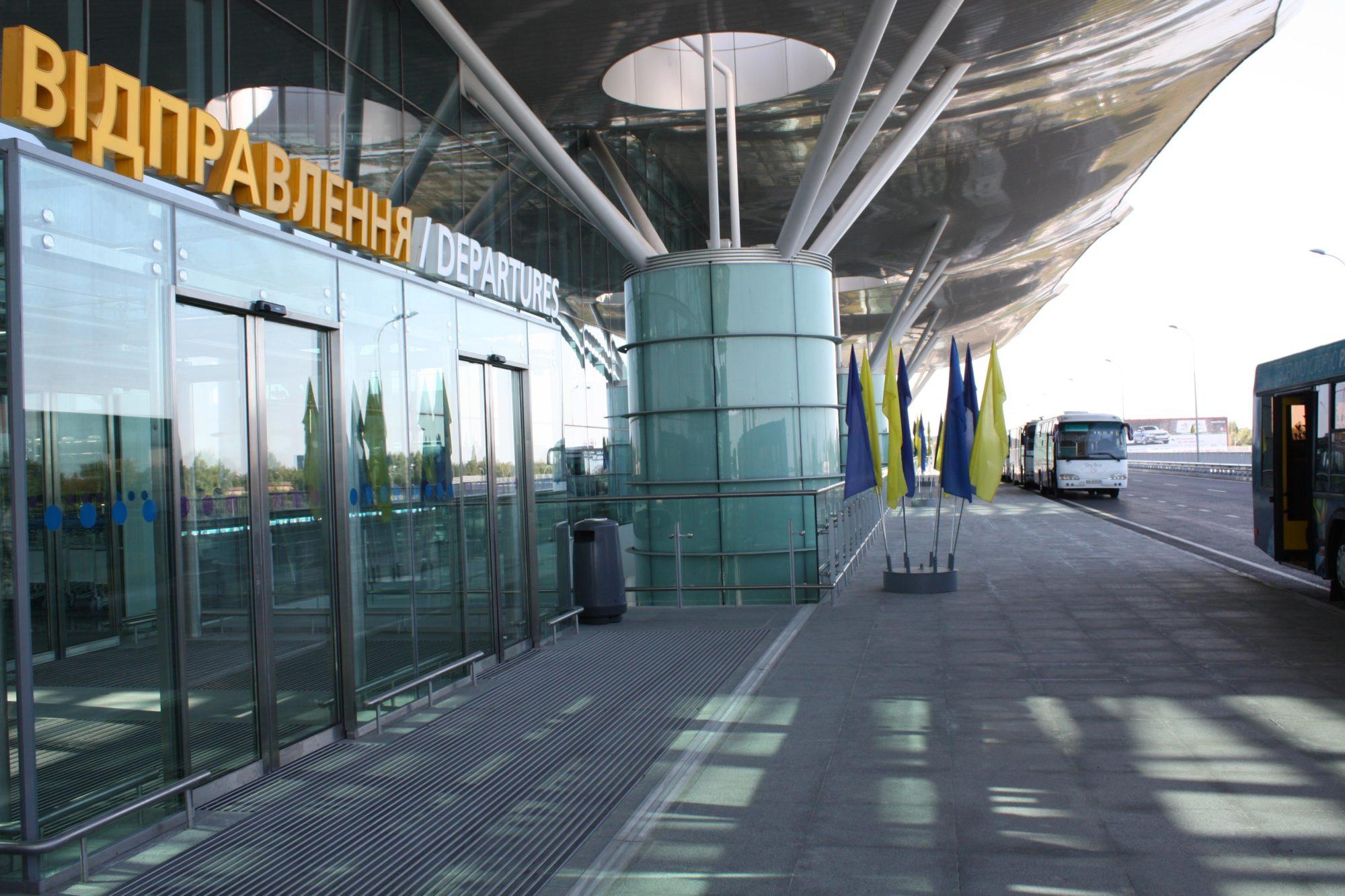 """В аеропорту """"Бориспіль"""" запобігли вивезенню 1,5 тонн медичних масок -  - news 20140321 075738 1395381458 2000x1333"""