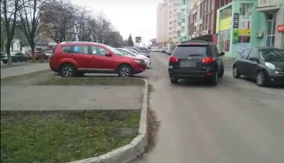 Вишгородська поліція взялася за порушників правил паркування - порушення ПДР, Поліція, паркування, київщина, Вишгород - parkuv1