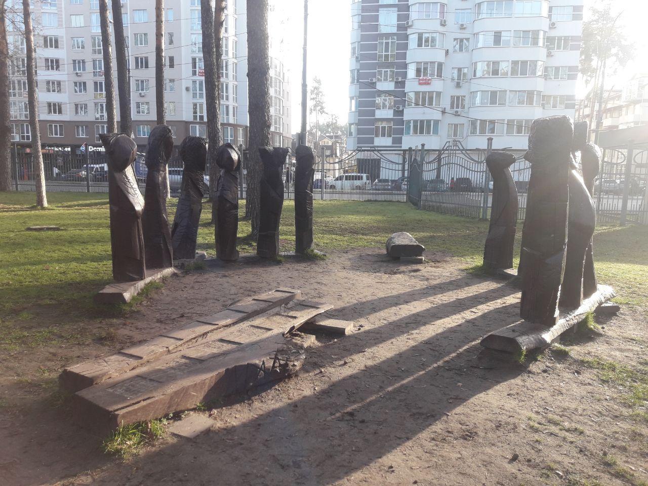 Відголоски трагедії: чи потрібні в Центральному парку Ірпеня дерев'яні скульптури? -  - photo 2020 03 11 14 32 42