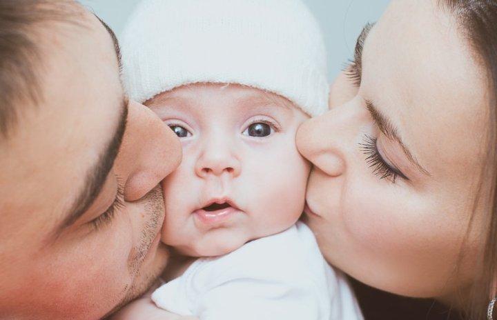 Грошова допомога при народженні дитини: як оформити онлайн -  - shutterstock 231450832