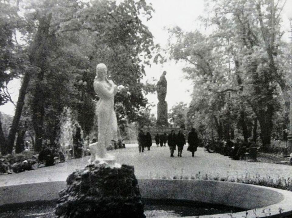 Скульптури біля київських фонтанів - київщина, Київ, історія - skul1