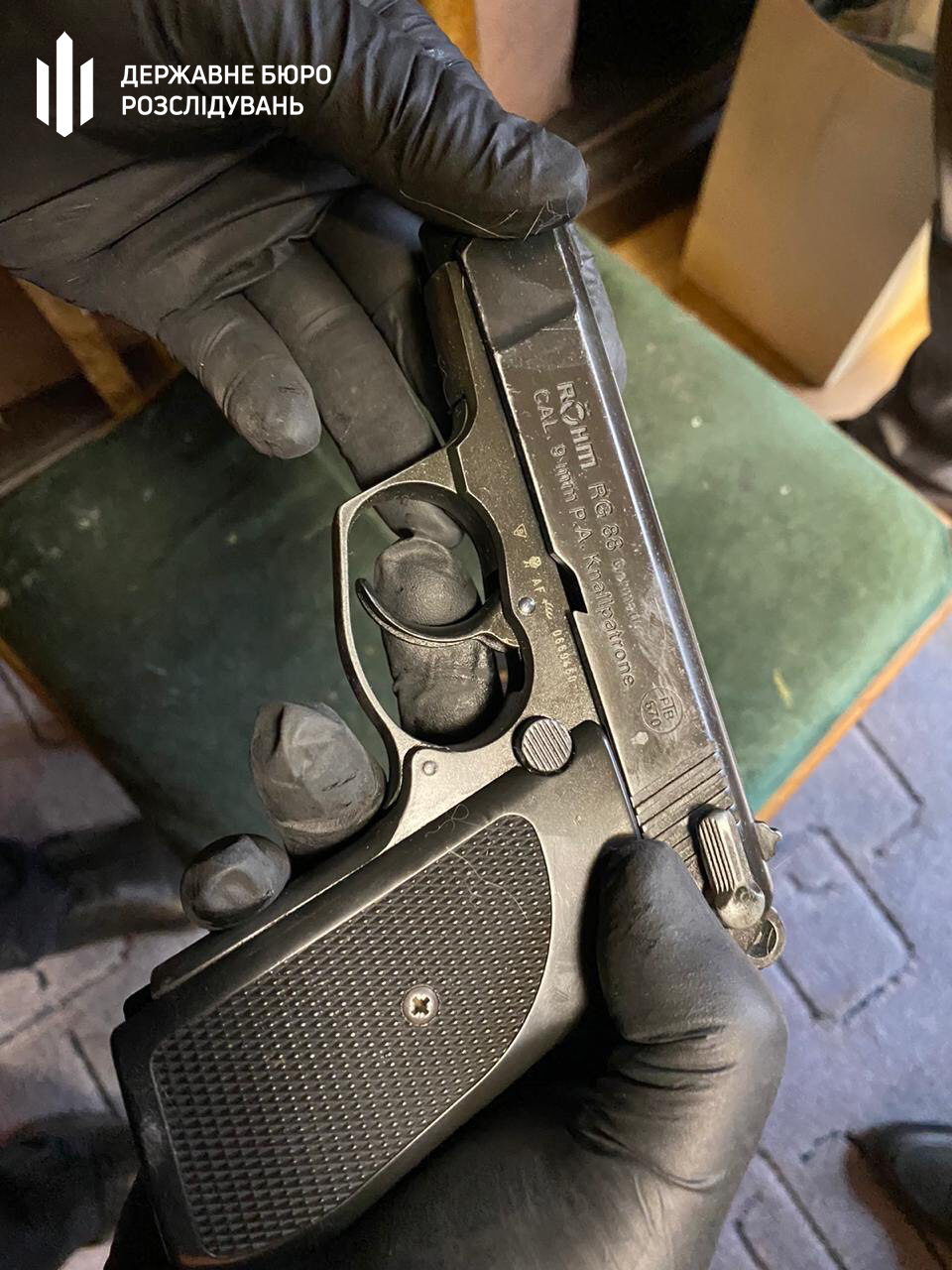 Бориспільщина: у Чорновол при обшуку знайшли вогнепальну та холодну зброю -  - 003 1