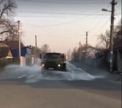 У Бородянці для боротьби з COVID-19 дезінфікують вулиці (ВІДЕО) - коронавірус, дезінфекція - 07 ulytsa