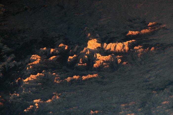 Фото з космосу: чарівна світлина заходу сонця у Гімалаях - гори - 08 foto
