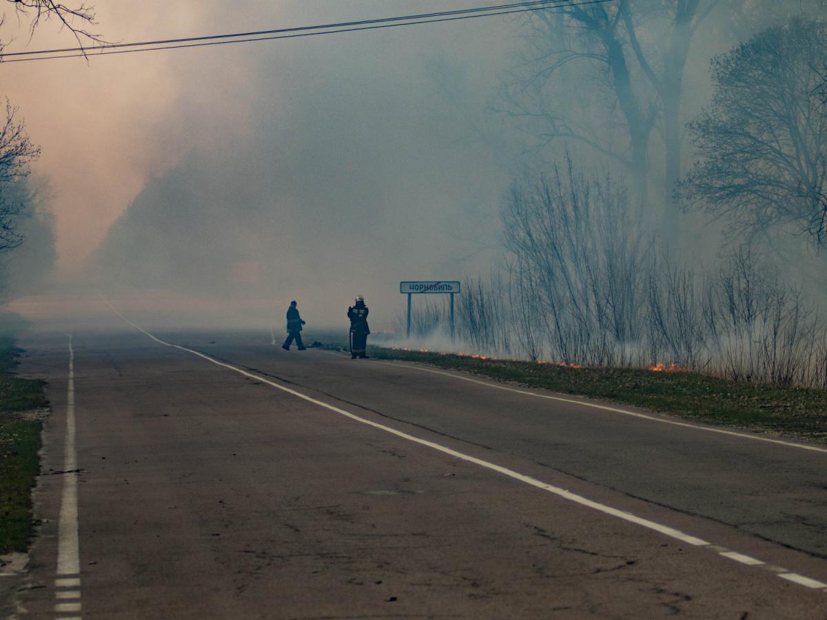 У Чорнобилі вже більше тижня гасять ліс: авіація скинула 240 тонн води - Чорнобильська зона - 12 chernobyl2