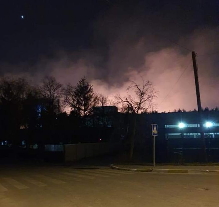 Велика пожежа: біля заправки між Ірпенем і Бучею горіло поле -  - 20200402 075108