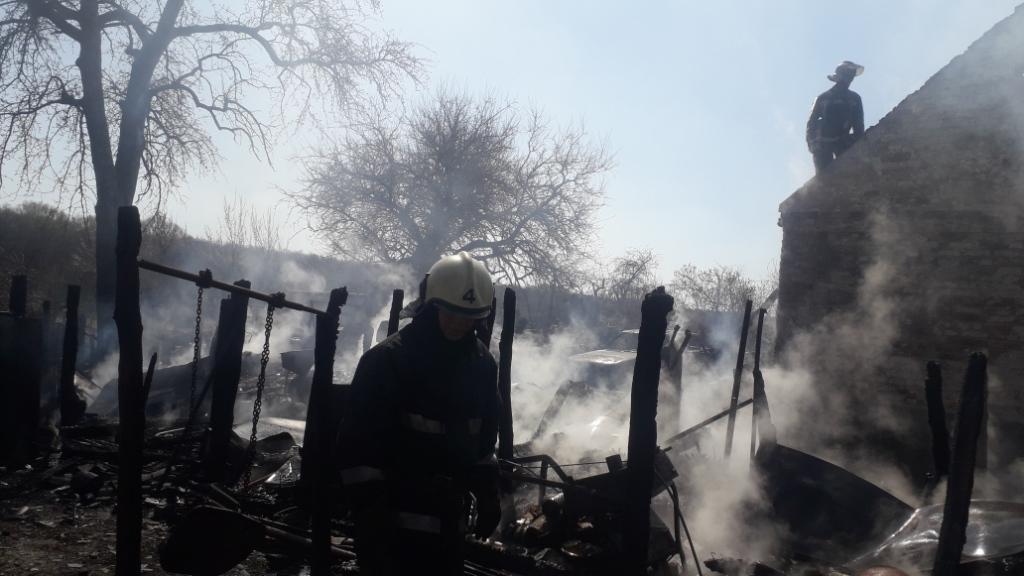 На Рокитнянщині згорів сарай та автомобіль -  - 20200407 131339