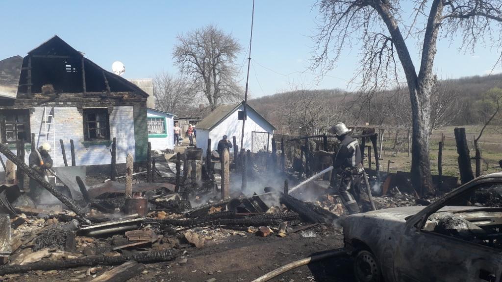 На Рокитнянщині згорів сарай та автомобіль -  - 20200407 132833