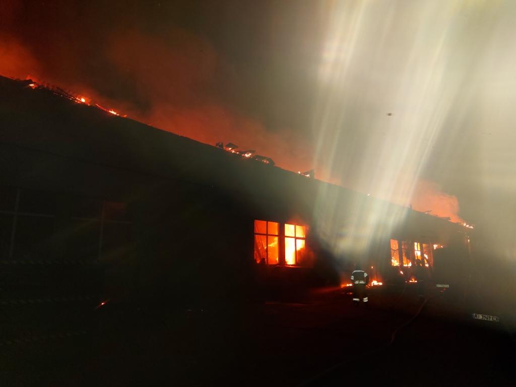 У Борисполі згорів склад металовиробів -  - 20200430 031257