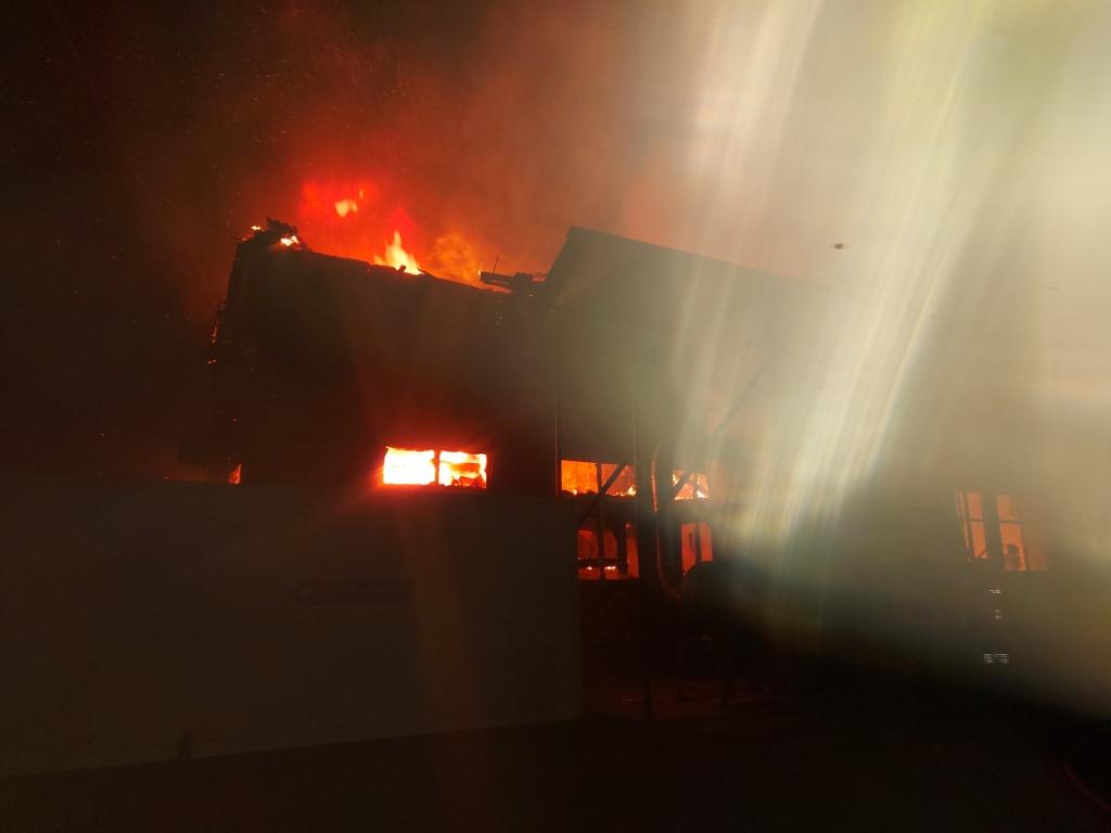 У Борисполі згорів склад металовиробів -  - 20200430 033124