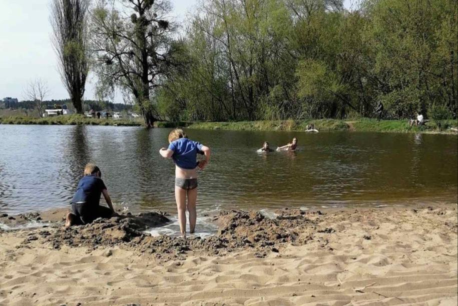Карантин в Ірпені: на річці відкрили купальний сезон -  - 20200430 074632
