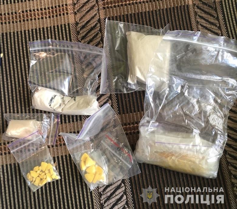 Кокаїн, екстазі, амфетамін та метадон: у Києві затримали групу наркозбувачів -  - 27.04.2020svjatnarkotzbroja2