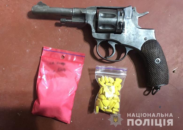 Кокаїн, екстазі, амфетамін та метадон: у Києві затримали групу наркозбувачів -  - 27.04.2020svjatnarkotzbroja5