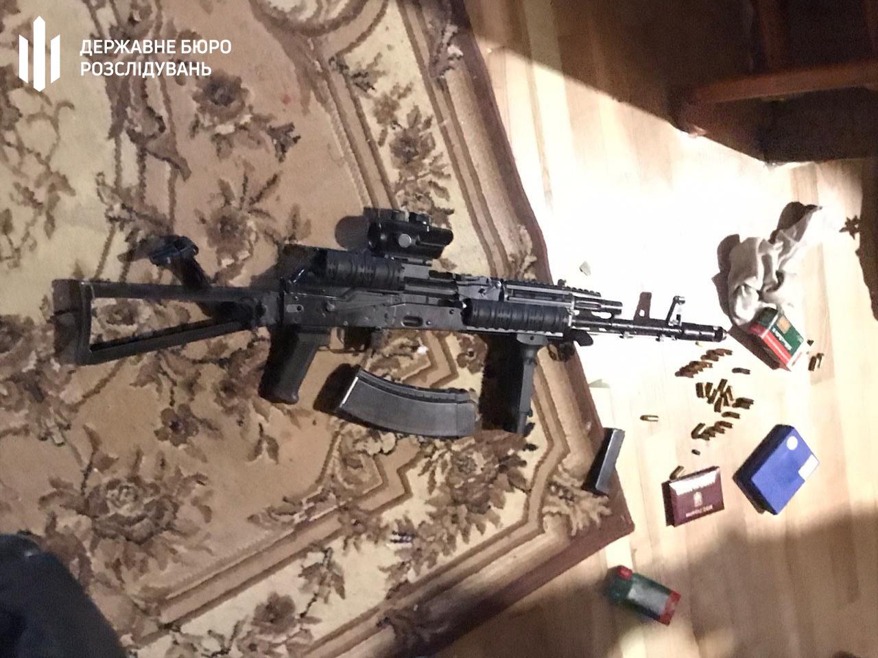 Бориспільщина: у Чорновол при обшуку знайшли вогнепальну та холодну зброю -  - 57206