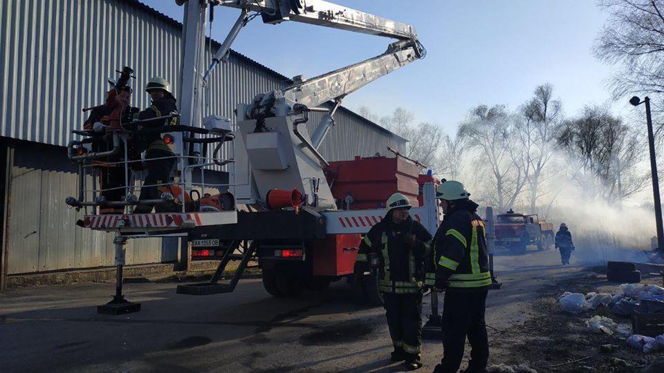 Загоряння трави спричинило масштабну пожежу овочесховища в Броварах -  - 74