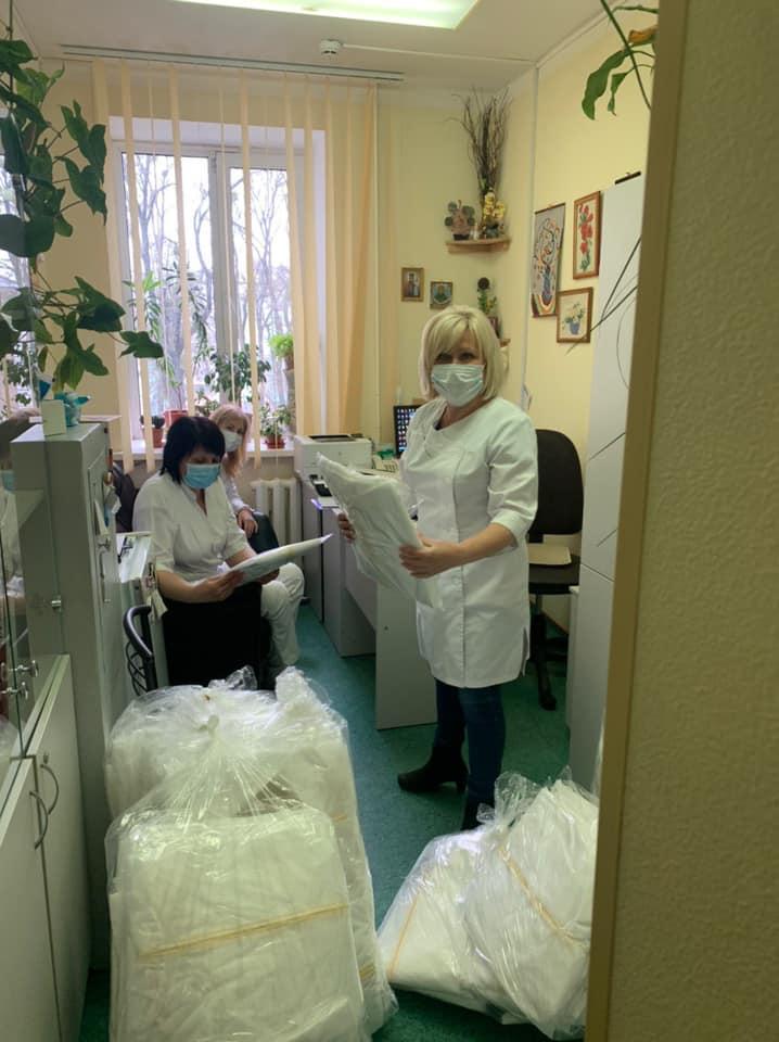 Волонтерська допомога: українським лікарням пропонують безкоштовний одноразовий захисний одяг - українські дизайнери - 91213225 10215191211441331 3008929086849417216 n