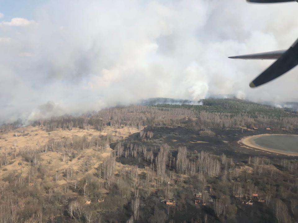 Пожежа у Чорнобилі: задіяли 90 вогнеборців, 18 одиниць техніки ...