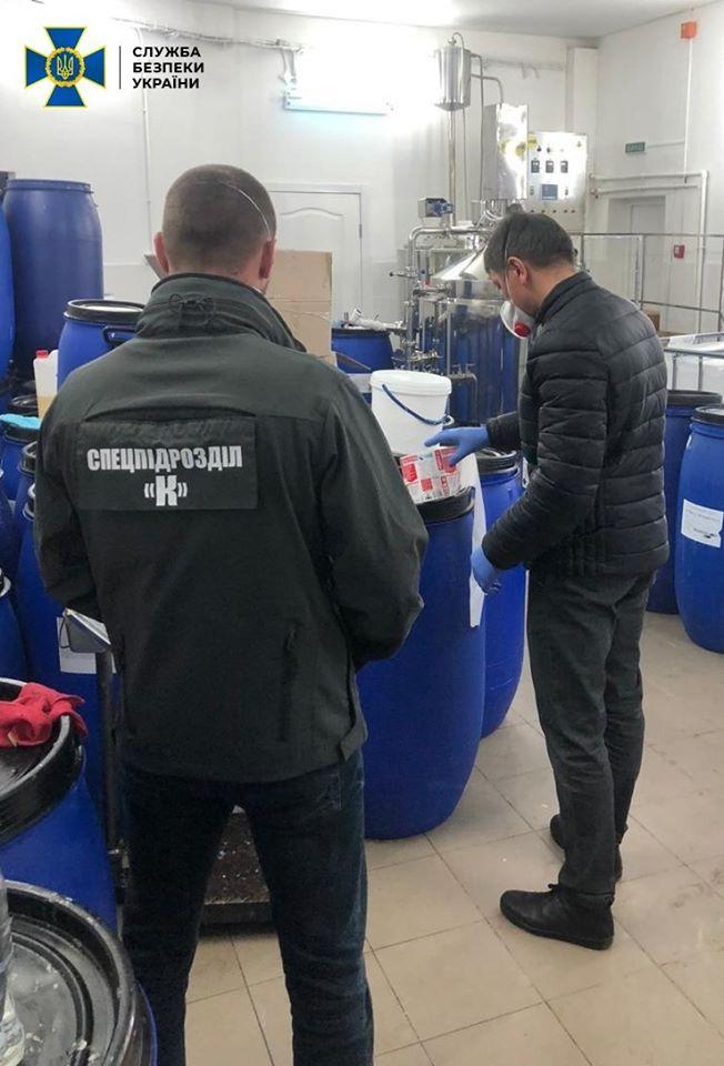 Підпільні цехи з розливу дезінфекторів викрили на Київщині та Житомирщині -  - 92232442 2662098207353501 8396350412990447616 o