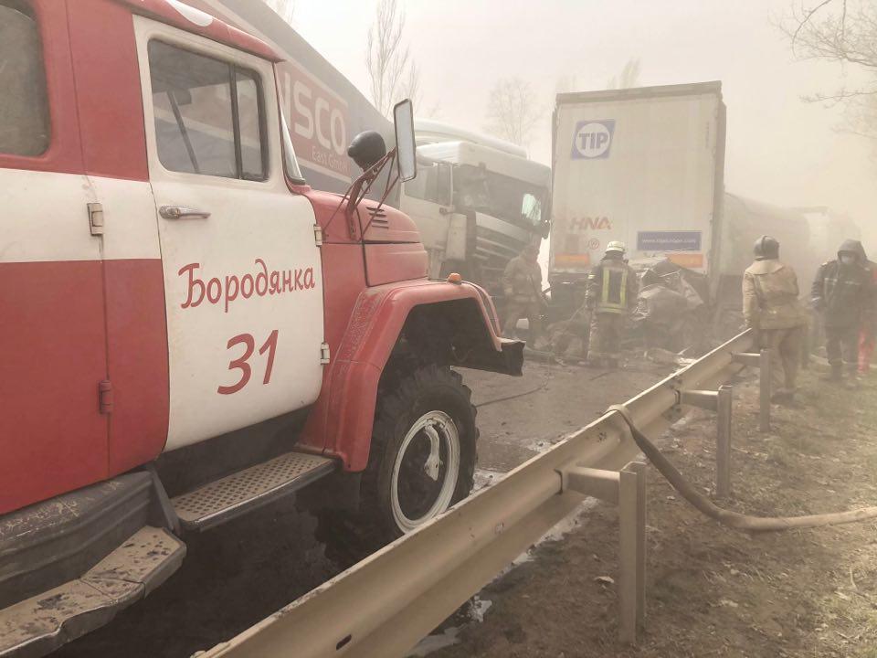 ДТП під Києвом через піщану бурю: з'явилося відео з кабіни авто далекобійника - ДТП - 93114857 545439316392674 8036065638256476160 n