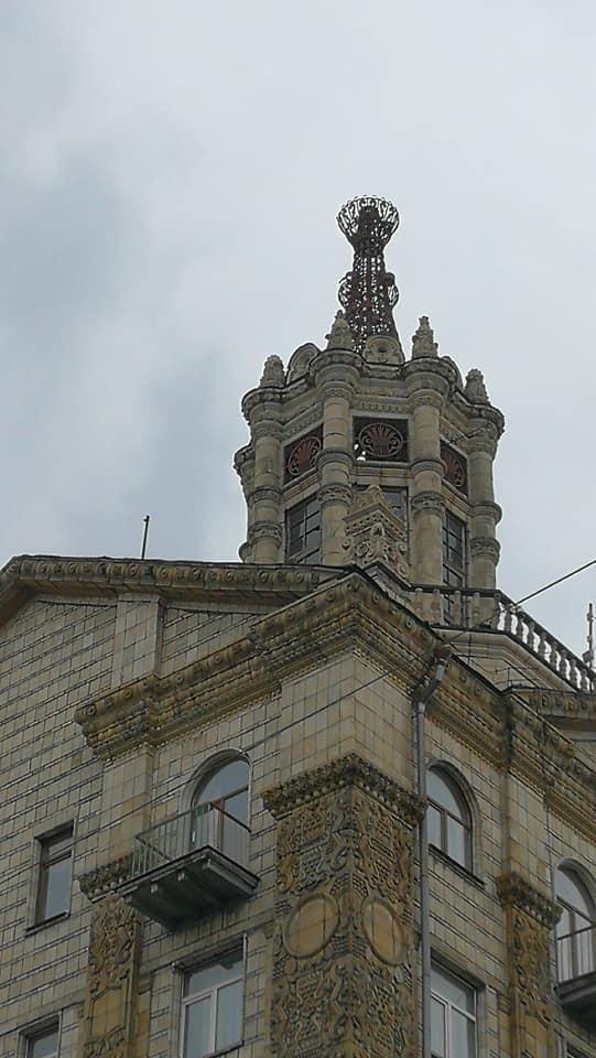 Із історичної будівлі Хрещатика впав шпиль -  - 94483061 3094760410581983 7368961112999460864 n