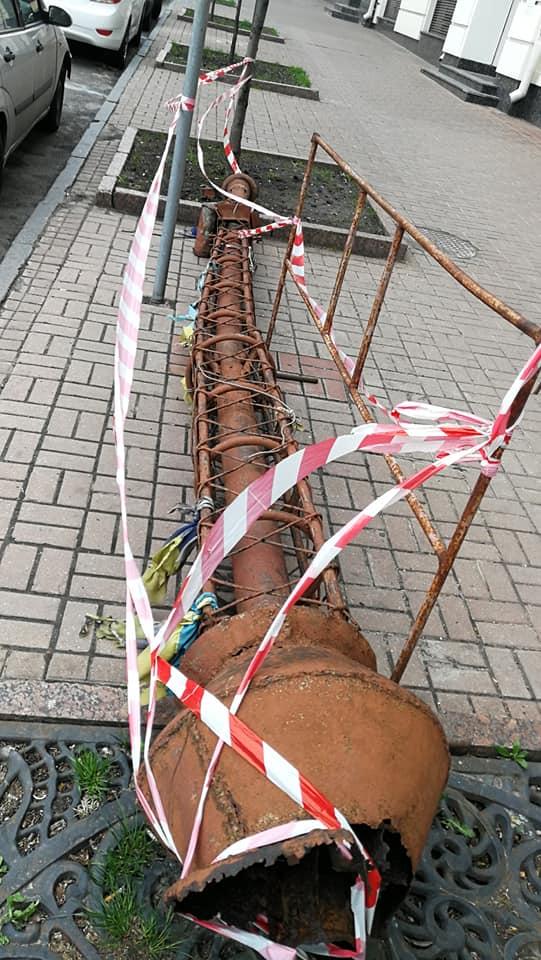 Із історичної будівлі Хрещатика впав шпиль -  - 94490939 3094760783915279 8866203943793852416 n