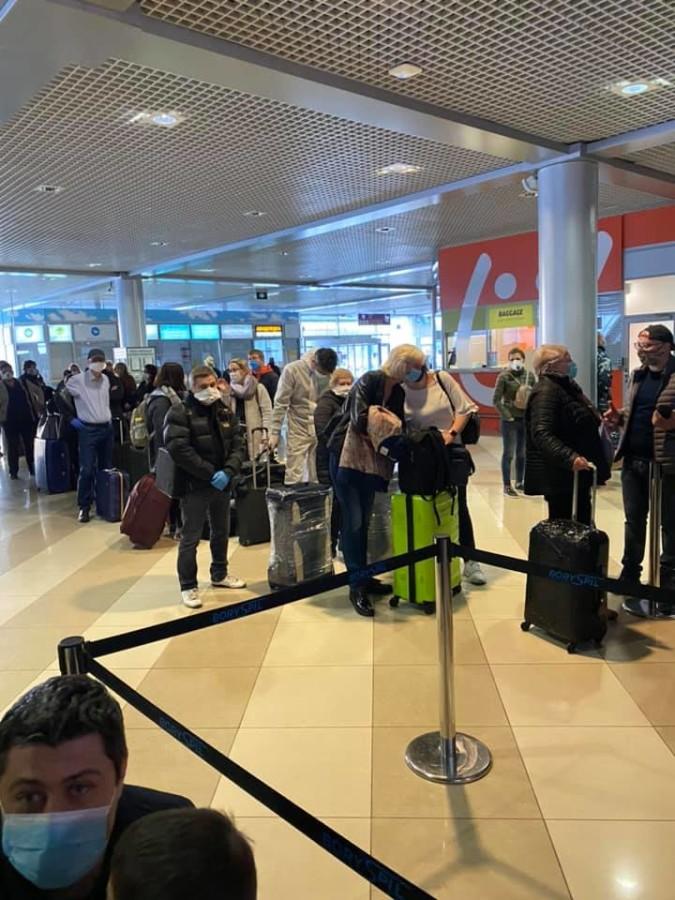 """Іноземці на валізах: авіарейси з """"Борисполя""""до Мілану через Франкфурт заблоковані -  - 946"""