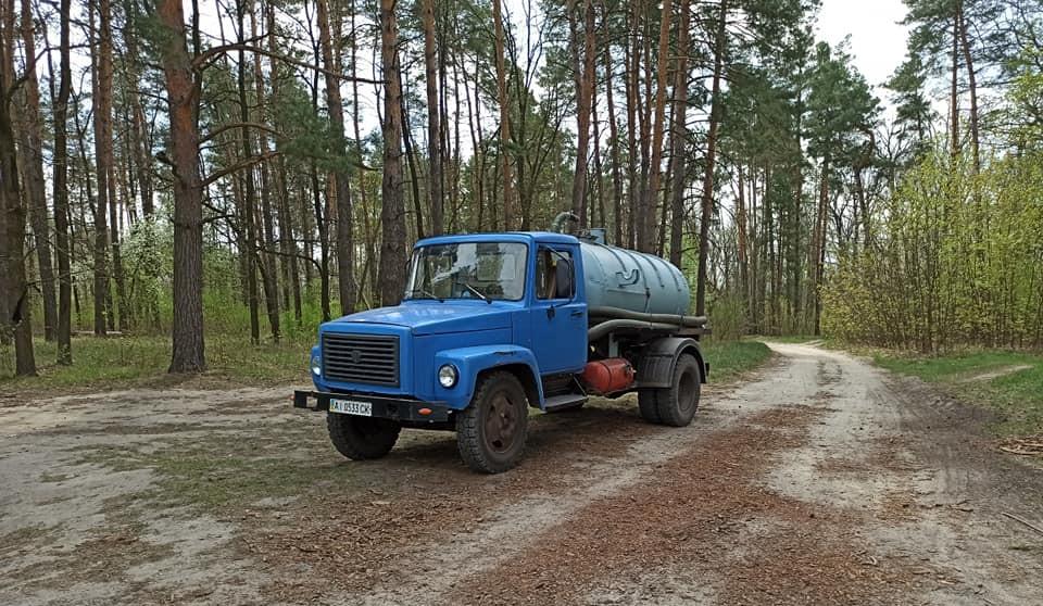 Поблизу Фастова затримали підприємця, який незаконно зливав рідкі відходи у лісі - незаконна діяльність - 94602185 1283389655187594 3220492372622180352 n