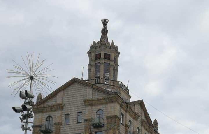 Із історичної будівлі Хрещатика впав шпиль -  - 94637560 3094760653915292 4390180536199413760 n