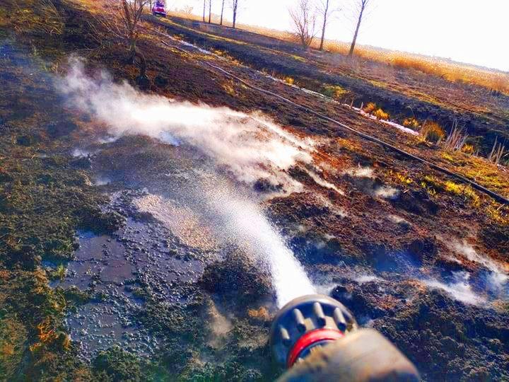 На Київщині після масштабної пожежі сухостою п'ять днів гасили пожежу на торфовищах (ВІДЕО) - торфовище, пожежа - A3