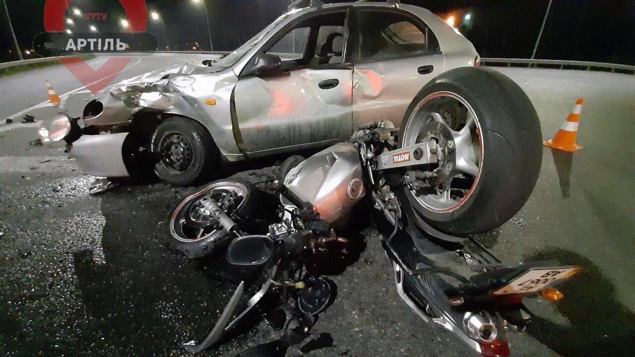 Аварія неподалік ворзельського моста: серйозно постраждали пілот та пасажир мотоцикла - Приірпіння, надзвичайна ситуація, київщина, ДТП, Ворзель, Буча, Аварія на дорозі - Avtomoto 1