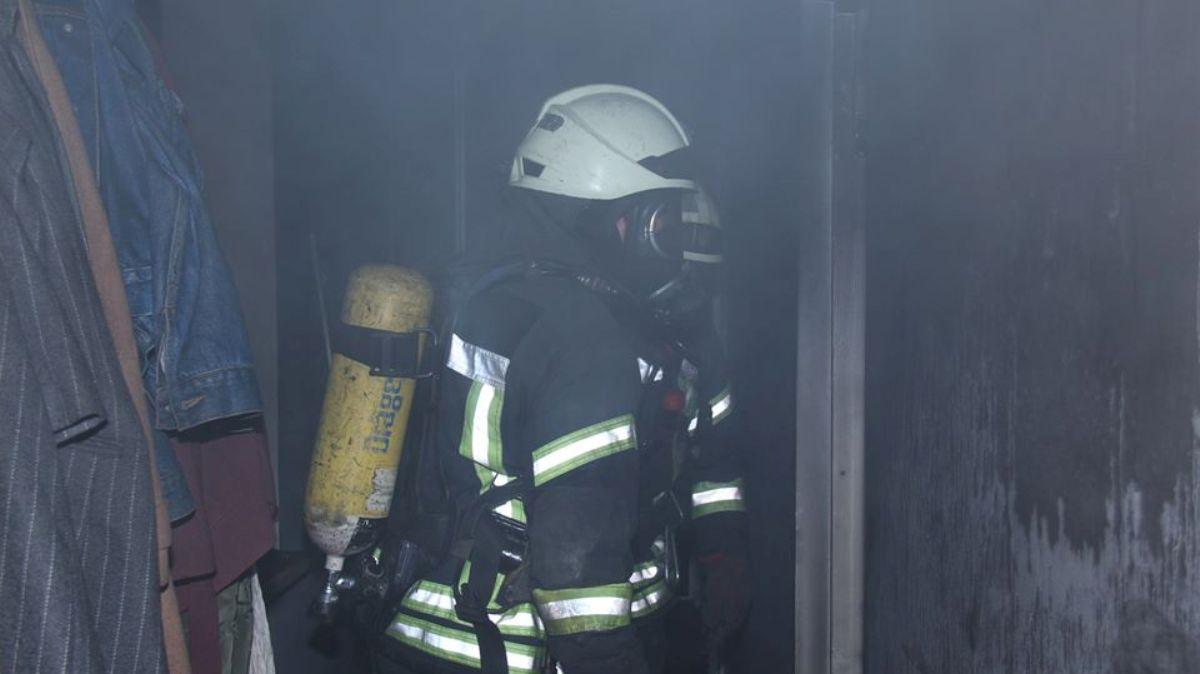 У Києві горіли квартири. Врятовано трьох їхніх мешканців - рятувальники, пожежа, Київ, ДСНС - DSNS