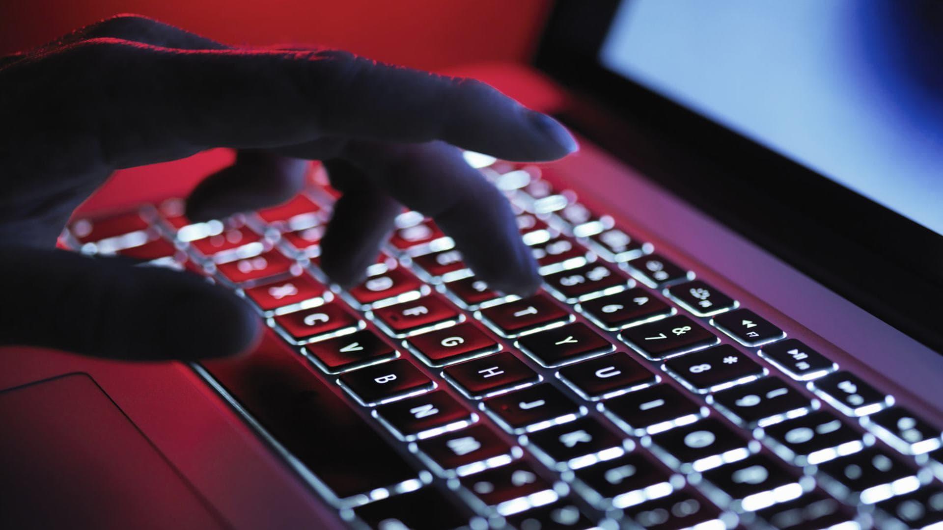 Група інтернет-агітаторів поширювала у Facebook фейковий контент про COVID-19 -  - Darknet min 1
