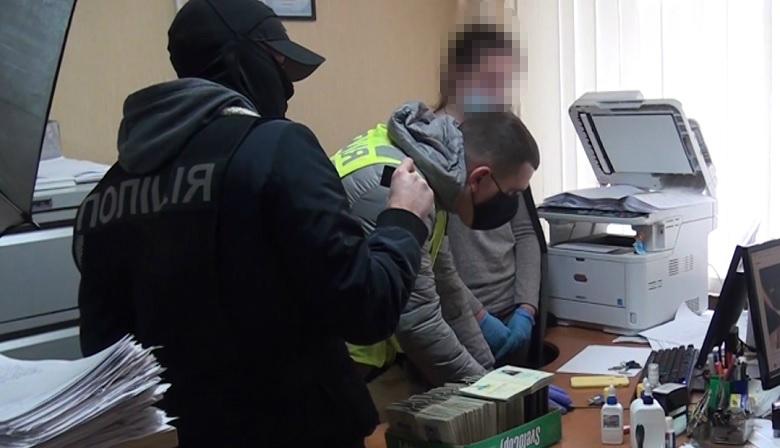 Працівники міграційної служби за хабар робили із іноземців українців -  - IMG 20200415 WA0003 1