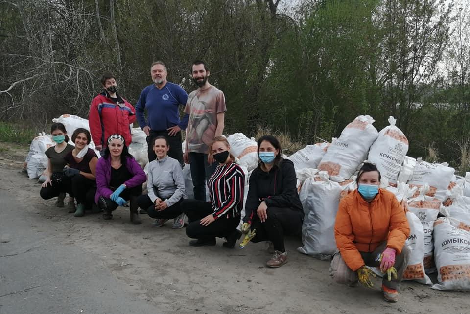 Майже 80 іржавих набоїв знайшли жителі Ірпеня, прибираючи поблизу озера (фото, відео) - толока, Приірпіння, набої, київщина, ірпінь, забруднення довкілля, екологія - Irp irzh patr 1