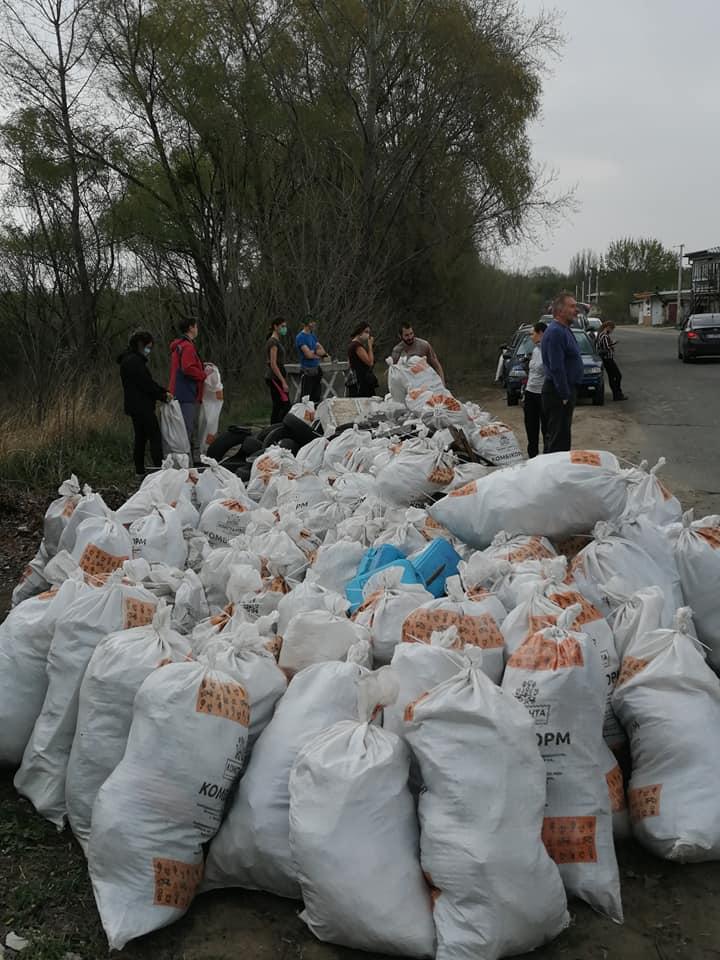 Майже 80 іржавих набоїв знайшли жителі Ірпеня, прибираючи поблизу озера (фото, відео) - толока, Приірпіння, набої, київщина, ірпінь, забруднення довкілля, екологія - Irp irzh patr 2