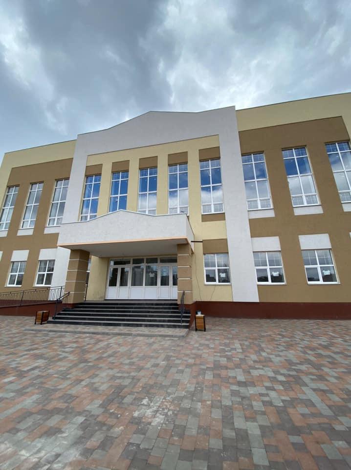 До нової бучанської школи завезли першу партію учнівських меблів для початкових класів - Приірпіння, Освіта, Нова школа, київщина, Бучанська ОТГ, Бучанська міська рада, Буча - Mebl 1