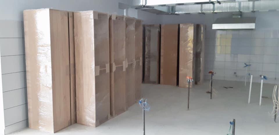 До нової бучанської школи завезли першу партію учнівських меблів для початкових класів - Приірпіння, Освіта, Нова школа, київщина, Бучанська ОТГ, Бучанська міська рада, Буча - Mebl