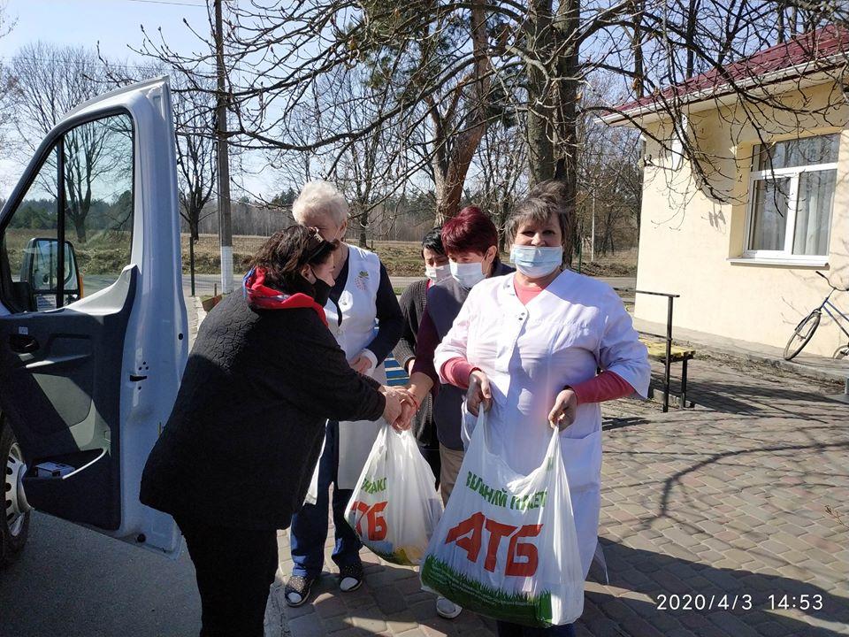 Rud3 На Вишгородщині соціально незахищені люди отримують продуктові набори