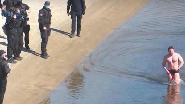 Не було свідків: справу щодо плавця з Гідропарку суд повернув поліцейськім -  - crop