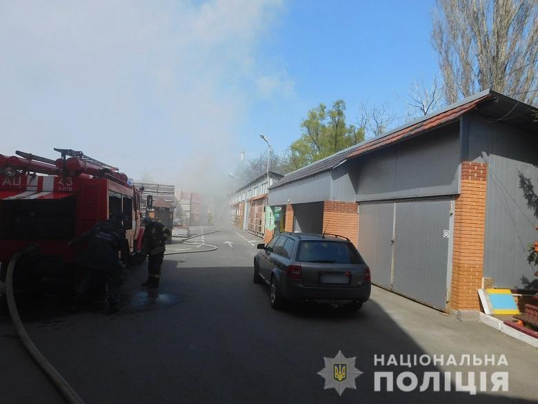 У Києві горів склад пластику: поліція встановила винуватця пожежі -  - desnapozz240420