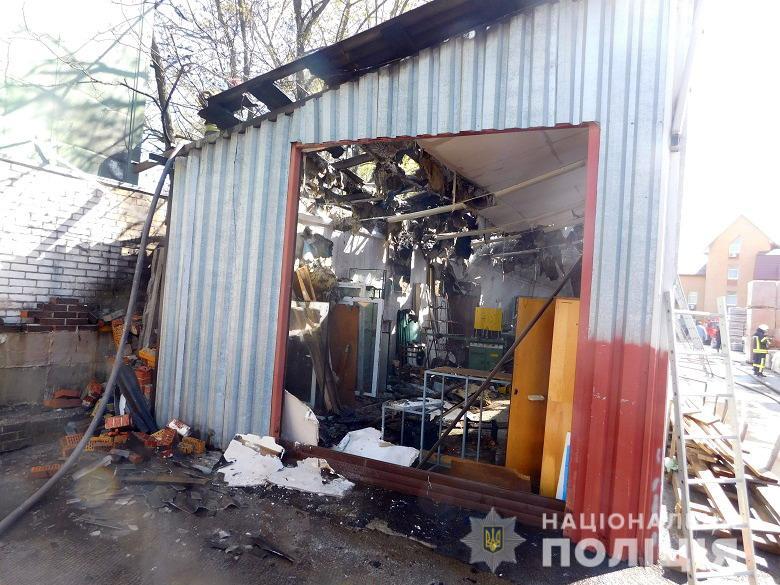 У Києві горів склад пластику: поліція встановила винуватця пожежі -  - desnapozz2404201