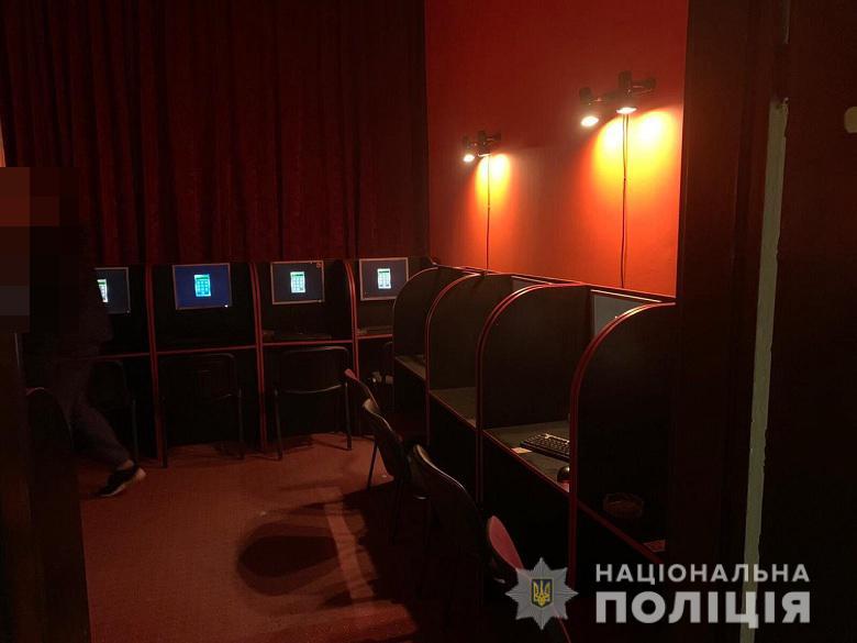 Догралися: у Києві припинили діяльність нелегального грального закладу -  - dngrbiznes0204201
