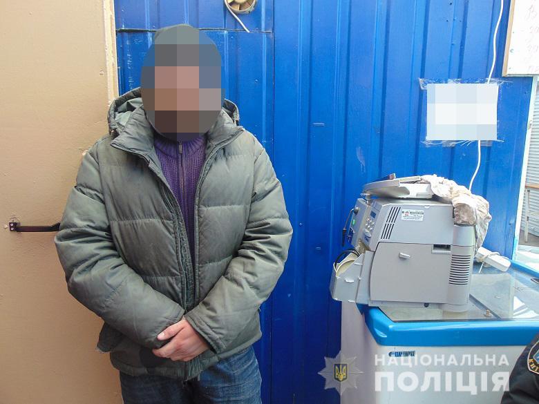 """У Києві затримали """"поціновувача"""" кави: чоловік викрав кавомашину з кав'ярні -  - dnkrazha260320201"""