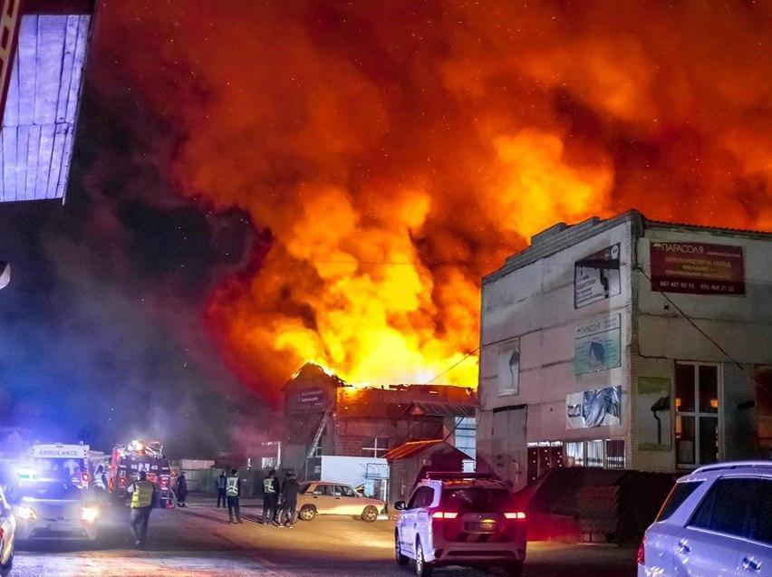 У Борисполі згорів склад металовиробів -  - photo 2020 04 30 09 30 38